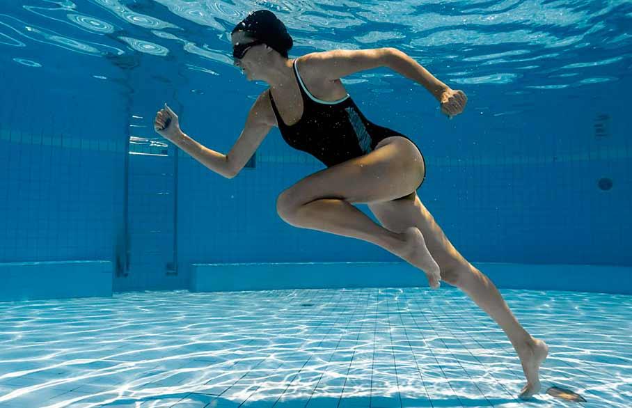 Has oído hablar del aquarunning? 5 beneficios de correr en el agua -  Escuela de Natación Tlalpan